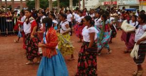 Mayan girls, playa del carmen