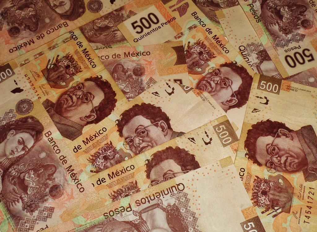 Dollar or pesos in Mexico