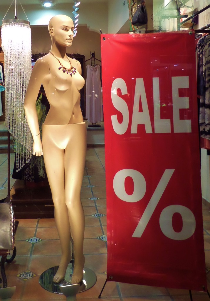 Playa Del Carmen store window manaquin