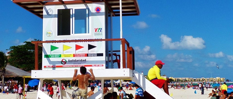 Beach and lifeguard in Playa Del Carmen
