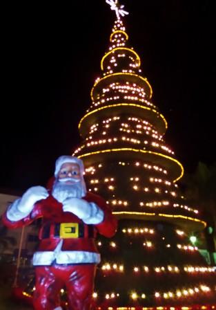 Chreistmas tree and Santa in Playa Del Carmen