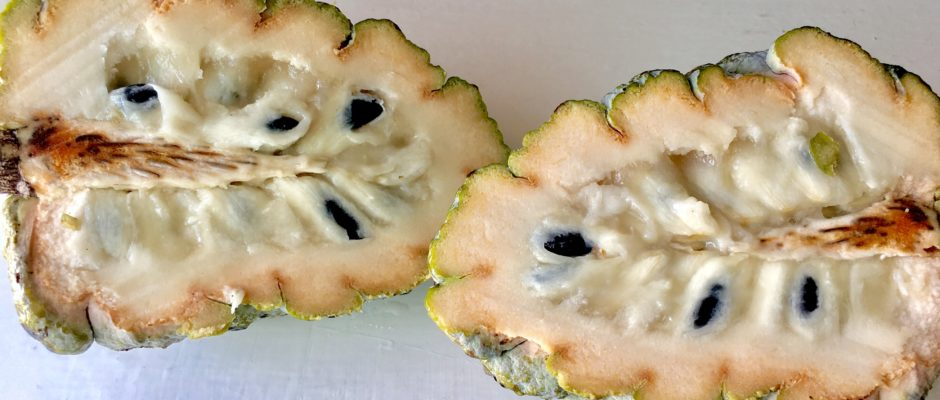 Saramuyo fruit sweetsop